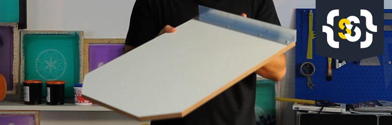 Aprenda como montar um berço de impressão simples para serigrafia