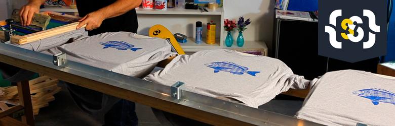 Aprenda a montar uma mesa localizada para serigrafia com 4 berços de impressão